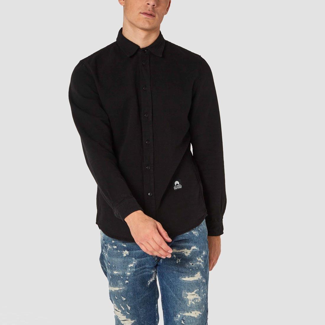 svart skjorta enda black koi