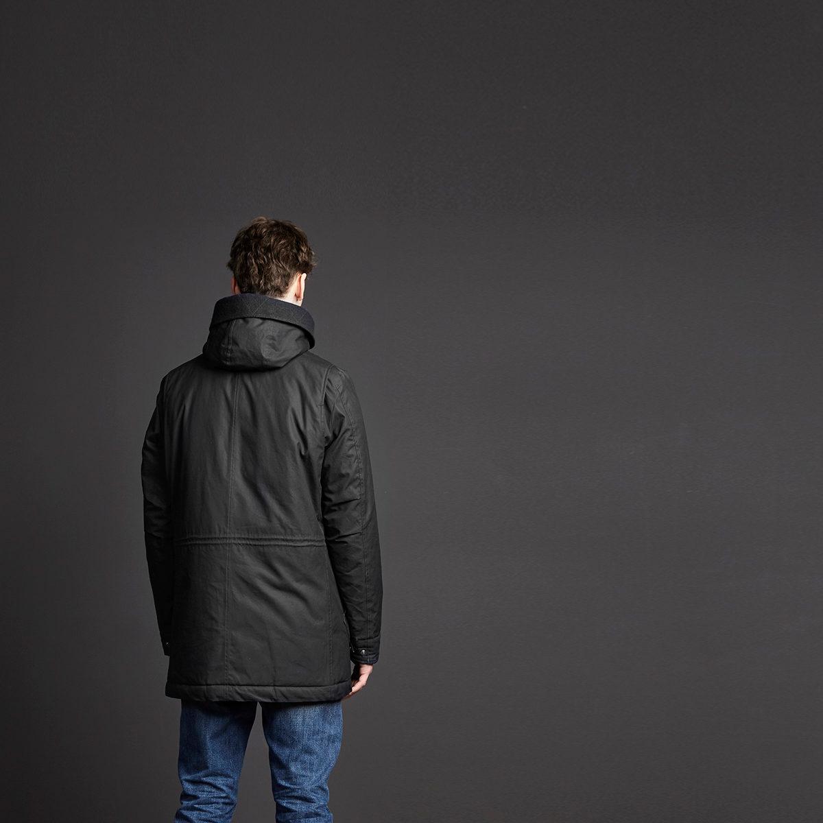 Havelock Parka Black. Herr vinterparka i ekologisk bomull, ylle & tencel från Langerchen.