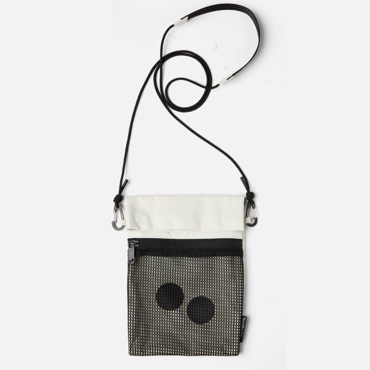 Smart liten väska från Pinqponq i 100% veganska & återvunna material