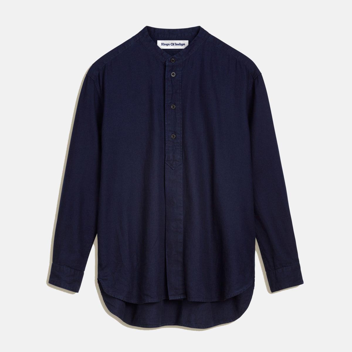 Takata är en ekologisk damskjorta med mandarinkrage från Kings of Indigo. Ett av världens ledande och mest progressiva företag inom hållbart mode.