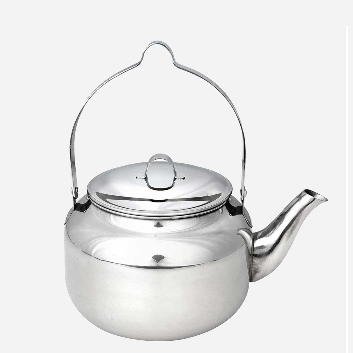 Kaffepanna i rostfritt stål från Hällmark som funkar lika bra på en induktionsspis hemma som över öppen eld ute i naturen.
