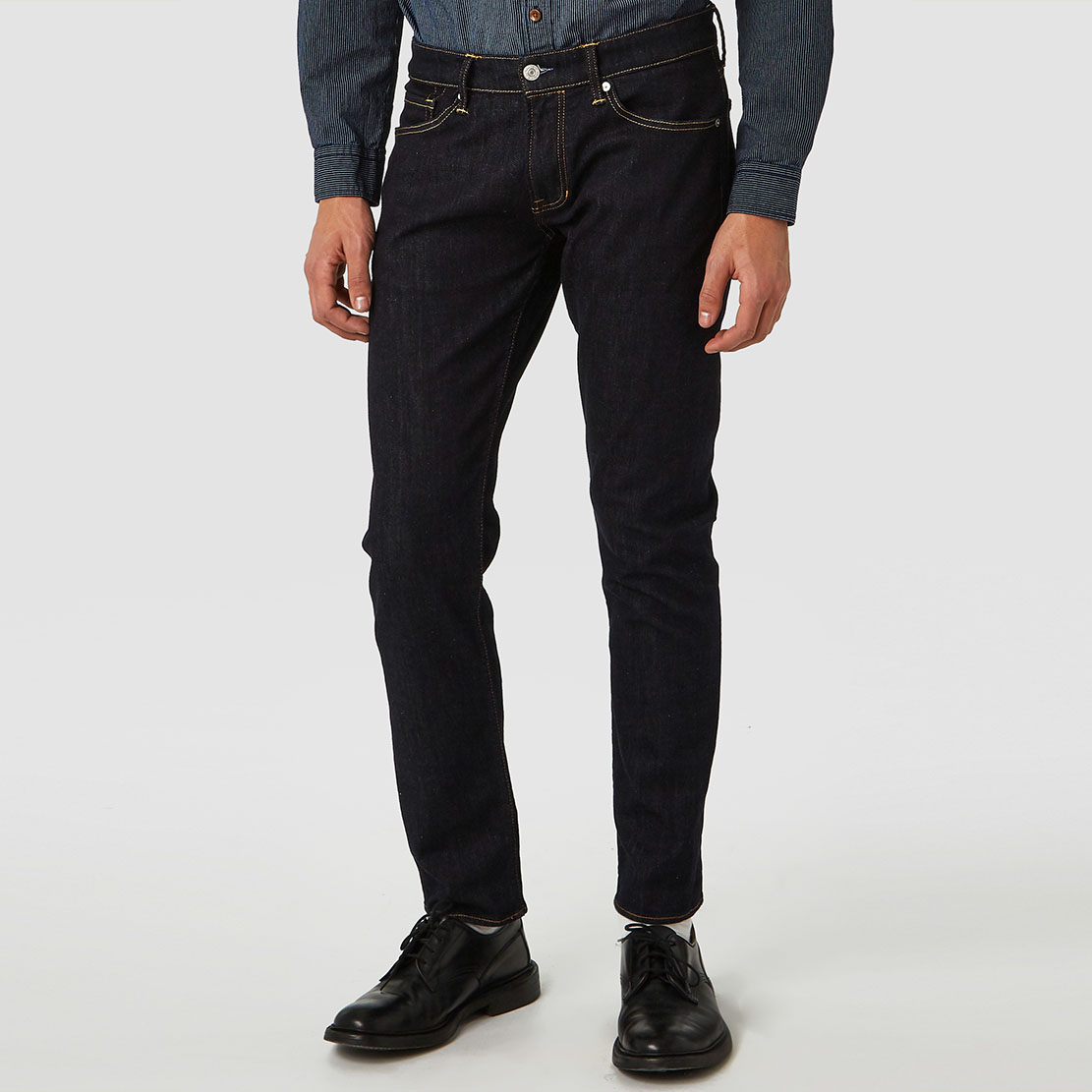 Charles Rinse ekologiska jeans herr från KOI - Kings of Indigo. Slimfit, mid rise & tapered fit.
