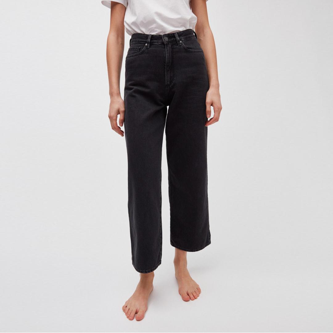 Nessa Cropped Black. Veganska & ekologiska jeans från Armedangels