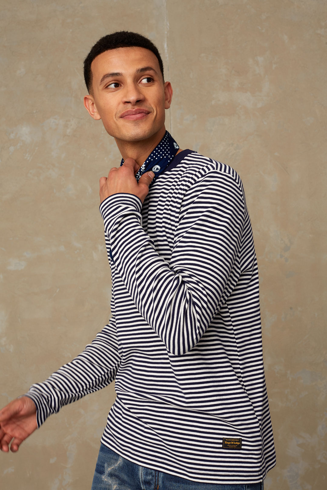 Modell: Nezer Material: 55% återvunnen polyester, 45% återvunnen bomull. Färg: Navy Stripe Varumärke: KINGS OF INDIGO Tillverkningsländer: Spanien, Grekland & Bulgarien.
